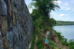 Image of a trail by the Potomac River.
