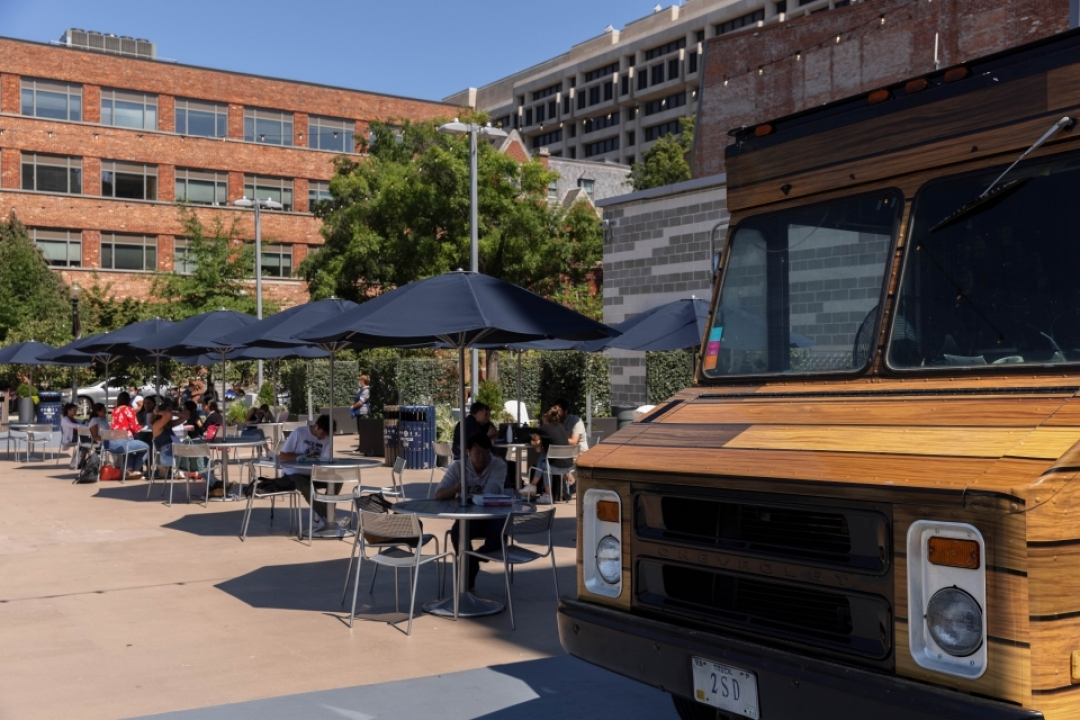 Food truck and tables in Potomac Square