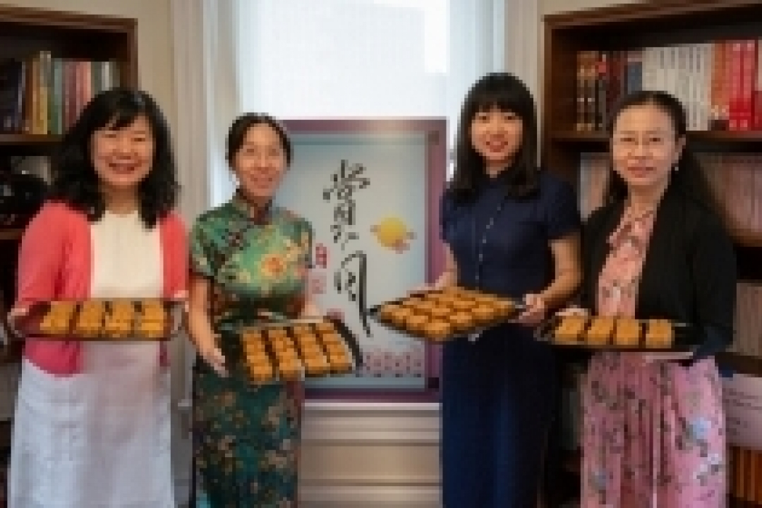 Teachers celebrate Mid Autumn Festival with mooncakes